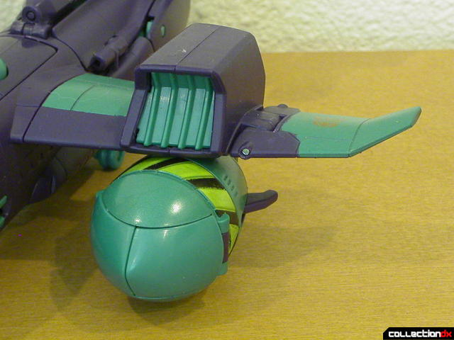 Decepticon Lugnut- vehicle mode (left wing detail)