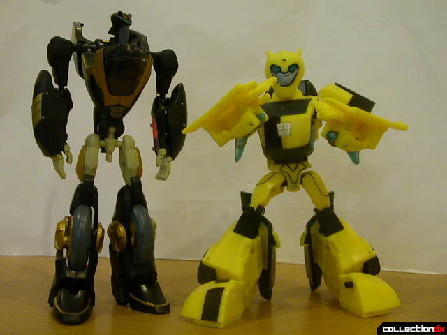 Deluxe-class Prowl (left) and Bumblebee (right)