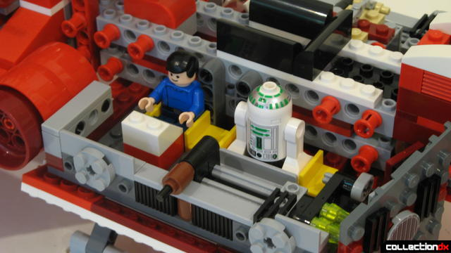 Republic Cruiser (mid-body, starboard room with minifigs)
