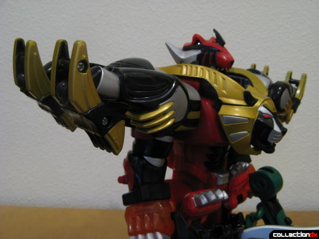 Transforming Fury Megazord Set- Ultimate Megazord (shoulder armor detail)