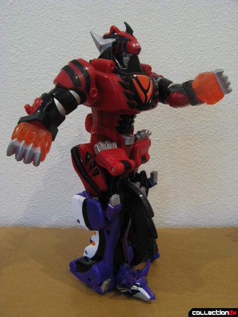 Transforming Fury Megazord Set- Wolf Pride Megazord posed (2)