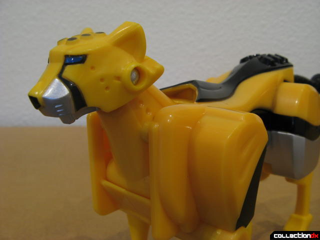 Transforming Fury Megazord Set- Yellow Cheetah head detail