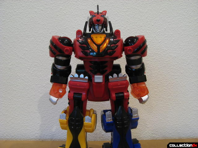 Deluxe Jungle Pride Megazord (arm posing option, normal)