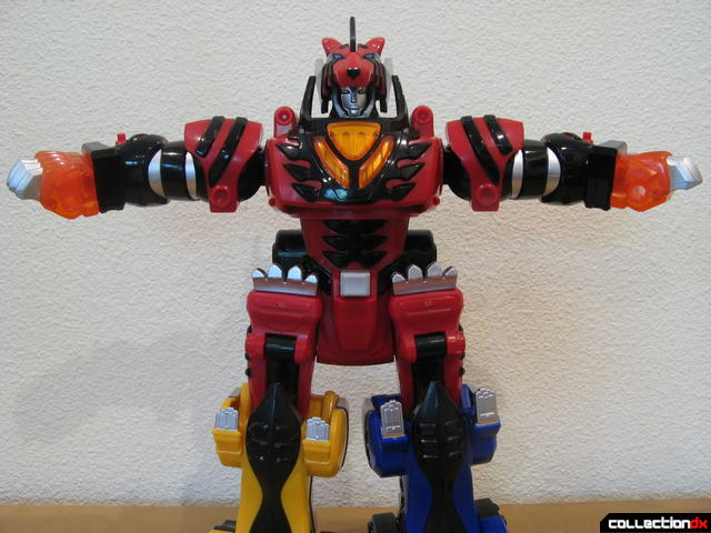 Deluxe Jungle Pride Megazord (arm posing option, spread apart)