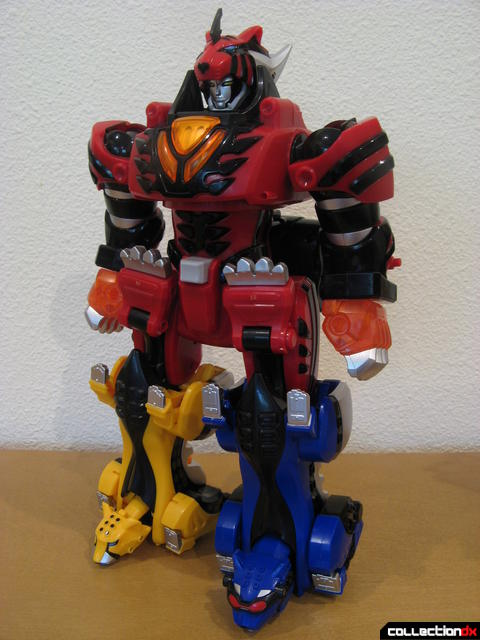 Deluxe Jungle Pride Megazord (front)