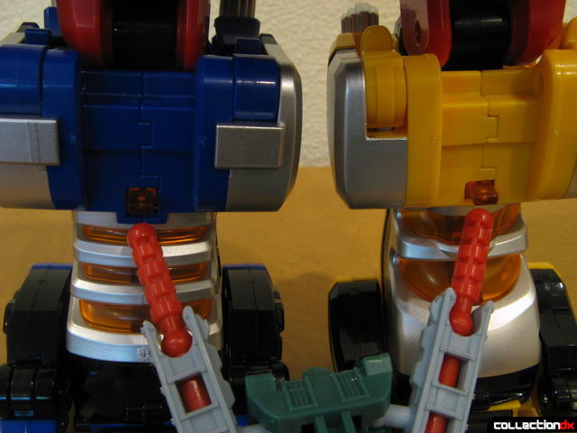 Deluxe Jungle Pride Megazord (leg disconnection tabs pointed out)