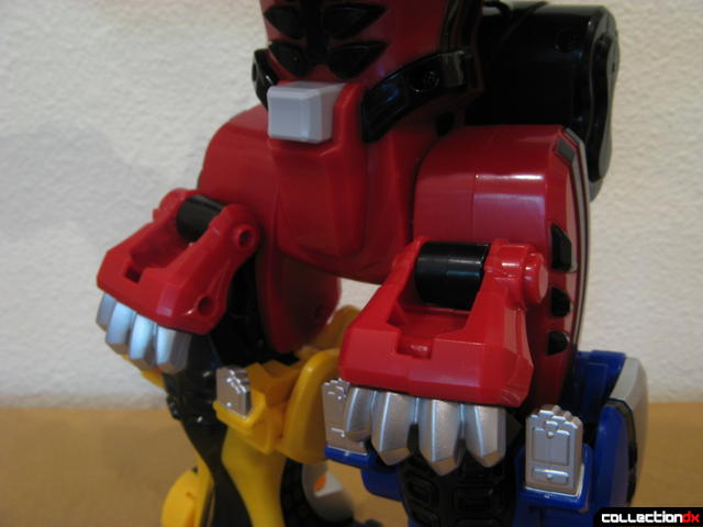 Deluxe Jungle Pride Megazord (Red Tiger's back paws folded down optionally)