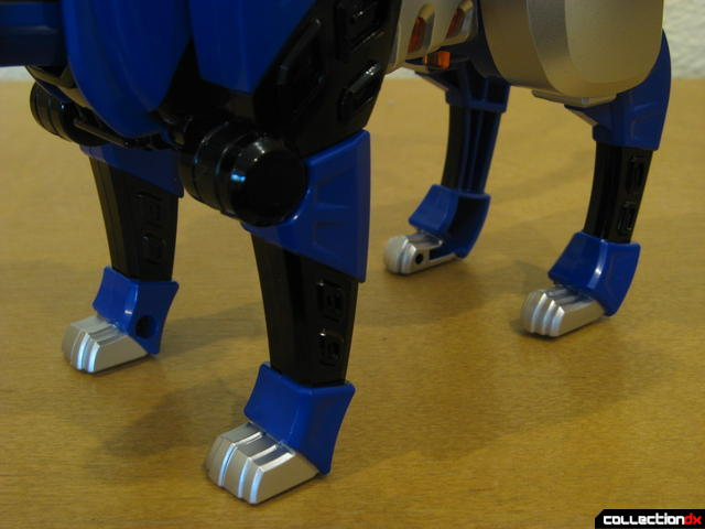 Deluxe Jungle Pride Megazord- Blue Jaguar Spirit Zord (lower legs detail)