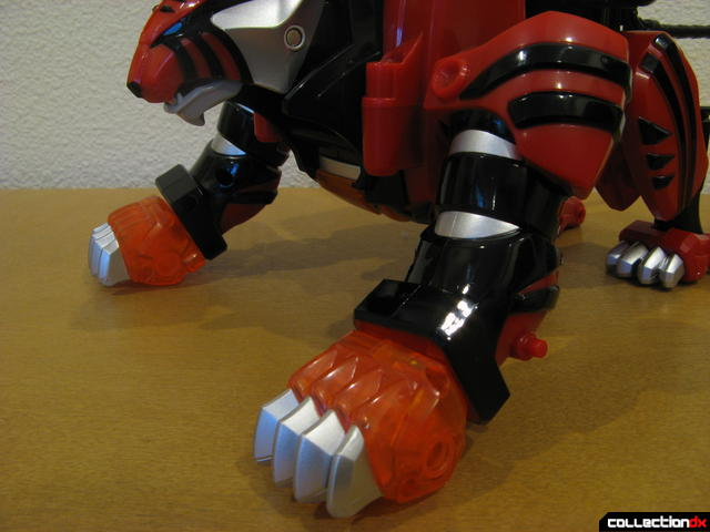 Deluxe Jungle Pride Megazord- Red Tiger Spirit Zord (forward legs detail)