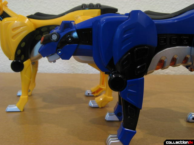 Deluxe Jungle Pride Megazord- Yellow Cheetah and Blue Jaguar Spirit Zords (forward legs comparison)