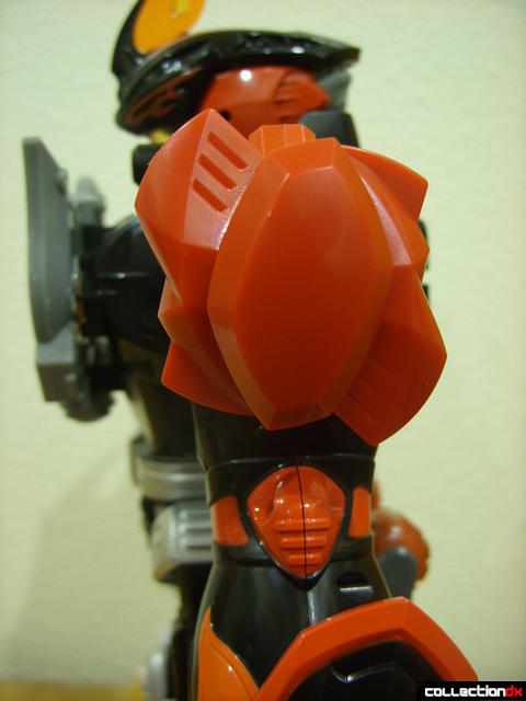 Deluxe Jungle Master Megazord (red shoulder armor detail)