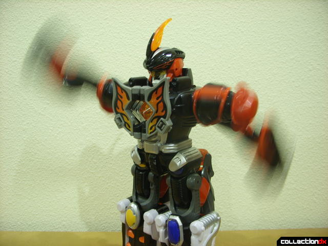 Deluxe Jungle Master Megazord- motorized arms swinging (3)