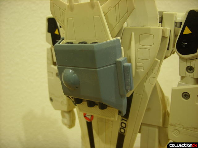 VF-1S Super Valkyrie - assembling backpack boosters (2)