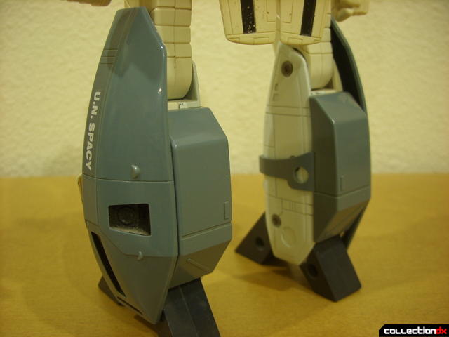 VF-1S Super Valkyrie - Battroid Mode (leg armor attached, back)