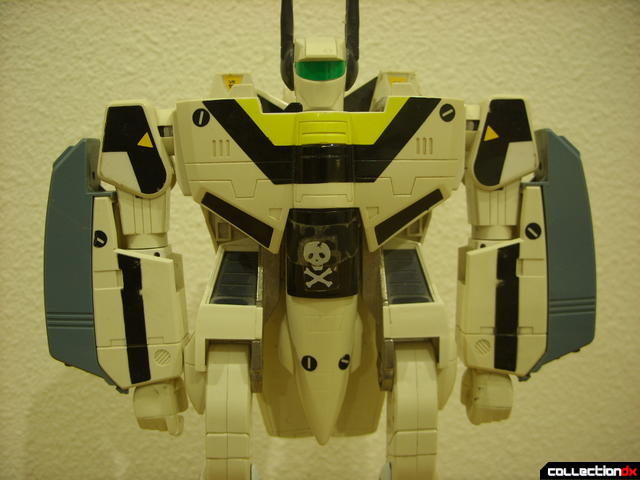 VF-1S Super Valkyrie - Battroid Mode (with only missile launchers attached)