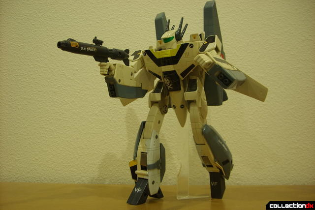 VF-1S Super Valkyrie - Battroid Mode posed (3)