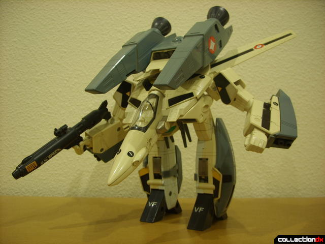 VF-1S Super Valkyrie - GERWALK Mode posed (2)