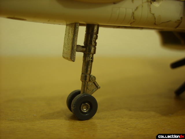 VF-1S Valkyrie - Fighter Mode (front landing gear detail)