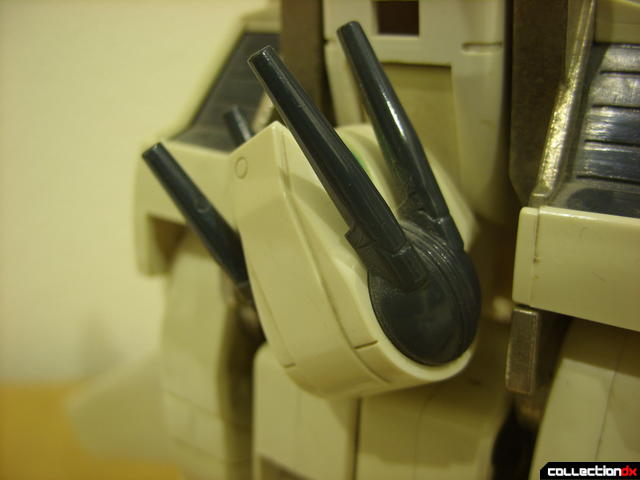 VF-1S Valkyrie - Fighter Mode (laser turret detail, twisting right)