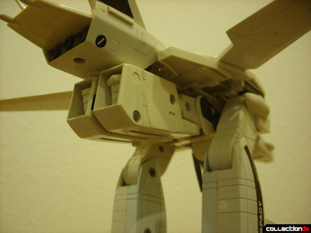 VF-1S Valkyrie - GERWALK Mode (alt. 1, undercarriage detail)