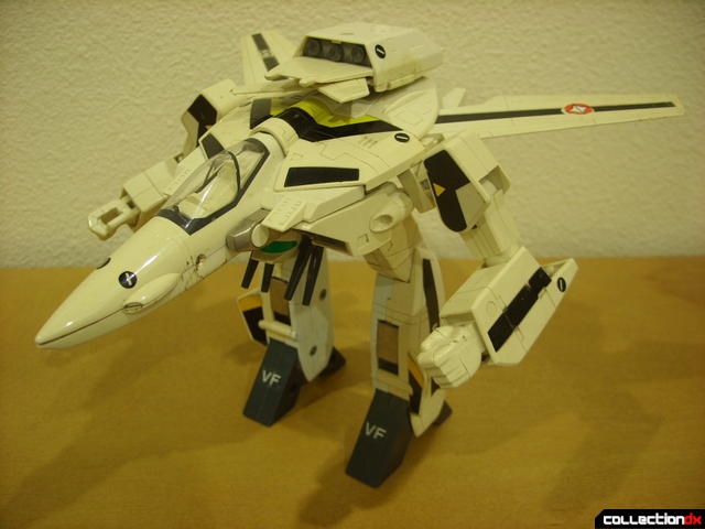 VF-1S Valkyrie - GERWALK Mode (front)