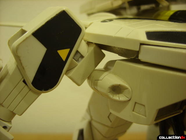 VF-1S Valkyrie - GERWALK Mode (shoulder angle detail, alt.)