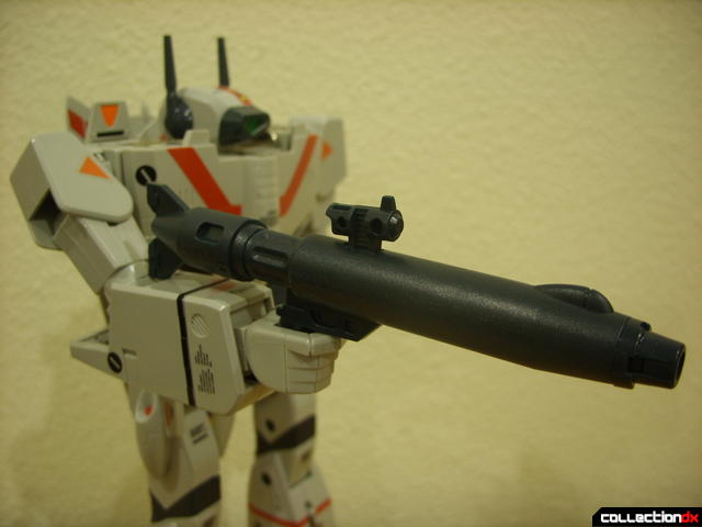 Origin of Valkyrie VF-1J Valkyrie- Battroid Mode (holding gun pod in right hand)