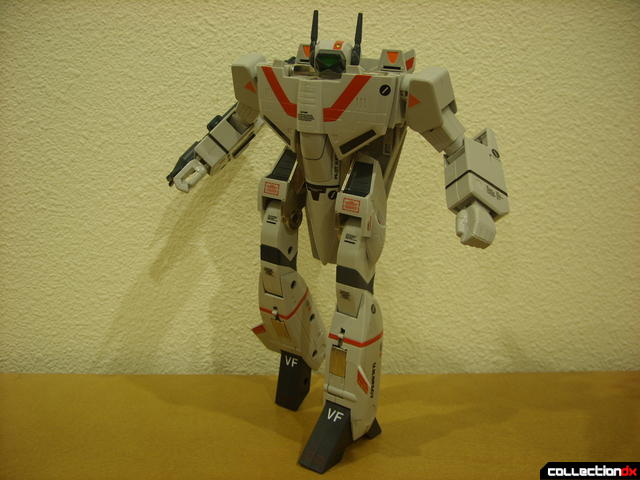 Origin of Valkyrie VF-1J Valkyrie- Battroid Mode posed (1)