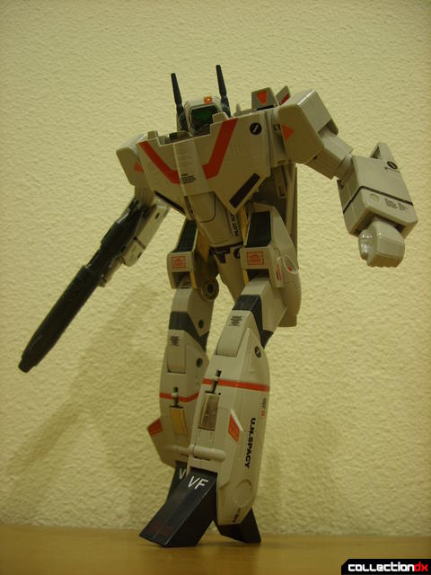 Origin of Valkyrie VF-1J Valkyrie- Battroid Mode posed (3)
