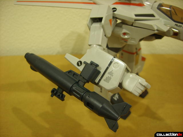 Origin of Valkyrie VF-1J Valkyrie- GERWALK Mode (gunpod stored on right arm)