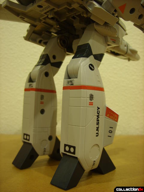 Origin of Valkyrie VF-1J Valkyrie- GERWALK Mode (legs detail, back)