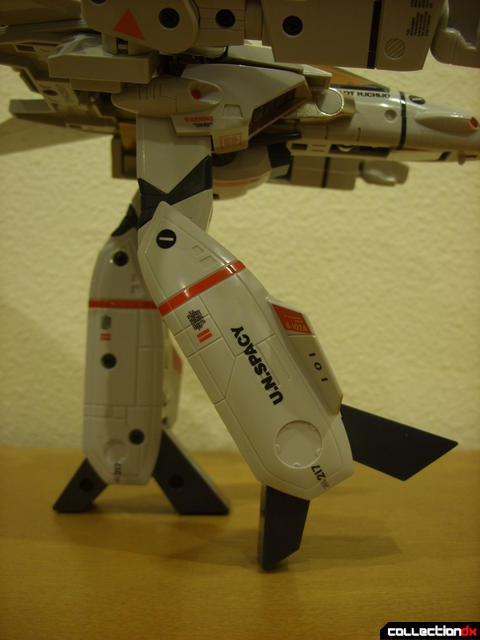 Origin of Valkyrie VF-1J Valkyrie- GERWALK Mode (right leg forward as far as possible)
