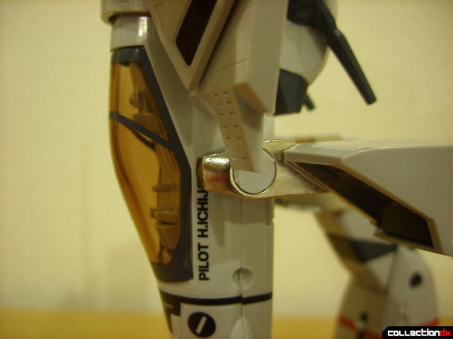 Origin of Valkyrie VF-1J Valkyrie- leg transformation bar detail (3)