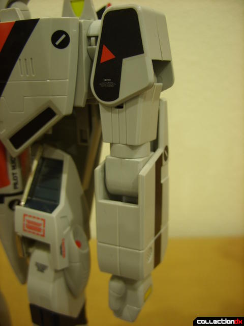 Origin of Valkyrie VF-1A Valkyrie Ichijyo ver.- Battroid Mode (left arm detail)