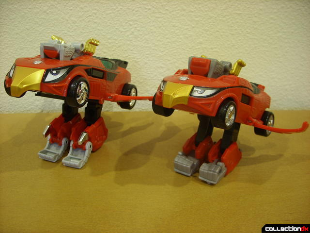 flight mode- Engine Speedor (L) and Eagle Racer Zord Attack Vehicle (R)
