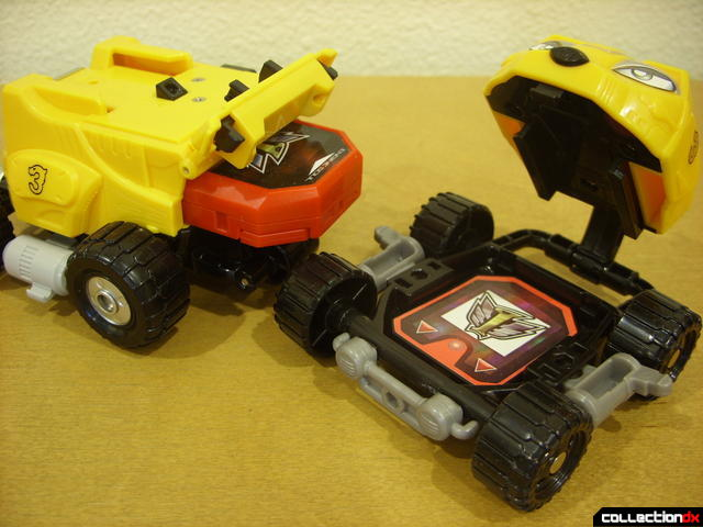 cartridge placement- Engine Bear RV (L) and Bear Crawler Zord Attack Vehicle (R)