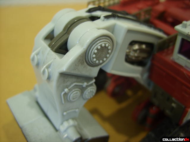 Voyager-class Decepticon Demolishor- vehicle mode (arm detail)