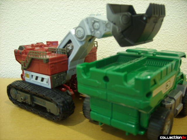 Voyager-class Decepticon Demolishor- vehicle mode (cameo by the Thunder Loader Rescue Zord)