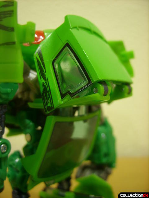 Deluxe-class Autobot Skids- robot mode (back kibble detail)