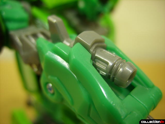 Deluxe-class Autobot Skids- robot mode (machine gun detail on right forearm)