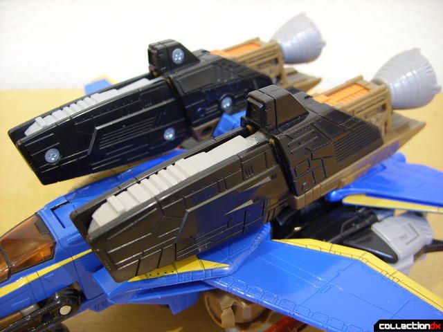 Autobot Tread Bolt with armor- vehicle mode (booster detail)