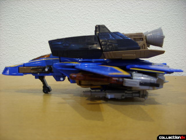 Autobot Tread Bolt with armor- vehicle mode (left profile)