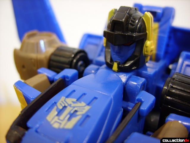 Autobot Tread Bolt without armor- robot mode (Autobot logo in front of head)