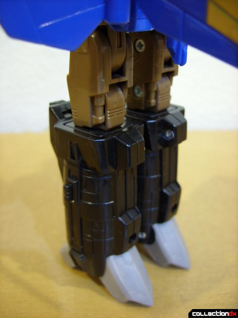Autobot Tread Bolt without armor- robot mode (legs detail, back)