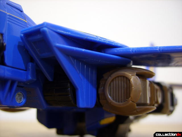 Autobot Tread Bolt without armor- vehicle mode (left air intake detail)