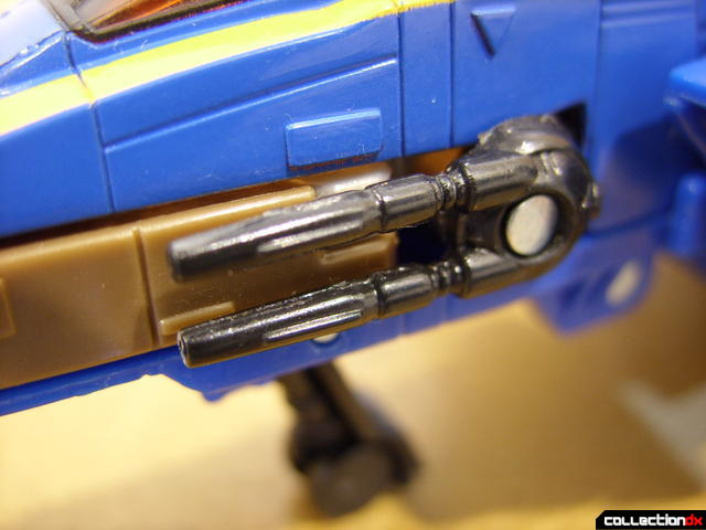 Autobot Tread Bolt without armor- vehicle mode (nose cannons detail)