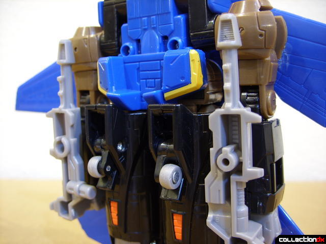 Autobot Tread Bolt without armor- vehicle mode (separated laser guns attached to underside)