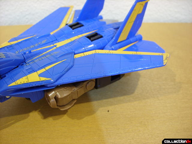 Autobot Tread Bolt without armor- vehicle mode (wing detail, retracted)