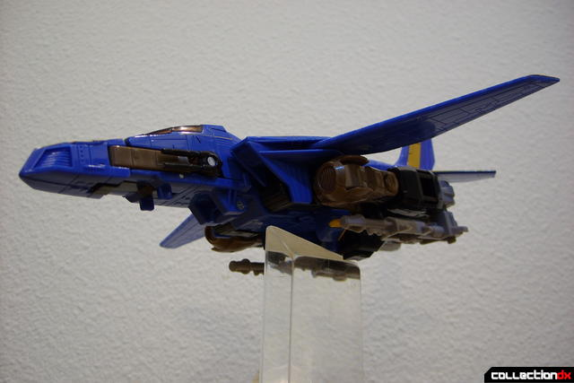 Autobot Tread Bolt without armor- vehicle mode dramatic angle (2)