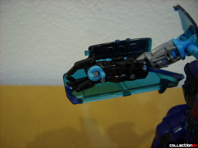 RotF Deluxe-class Autobot Jolt- robot mode (right electro-whip retracted)